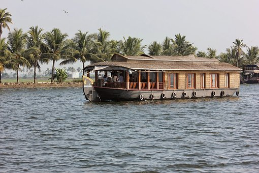 Here\\\'s Why You Need To Go For Houseboat Holidays At Least Once